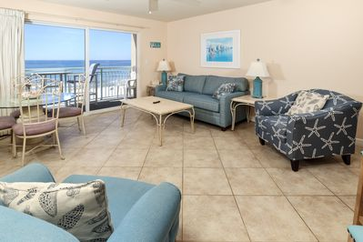 Cozy gulf front family area with TILE flooring - Lovely Gulf front living/dining rooms as well as kitchen. All the comforts of home.