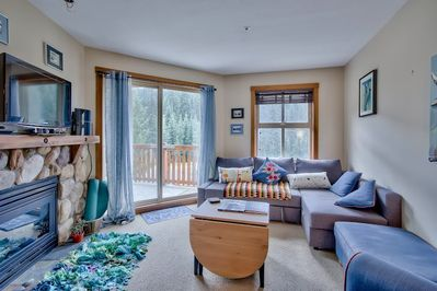 Modern, cosy living area, seats six. Large and Comfy pull out sofabed
