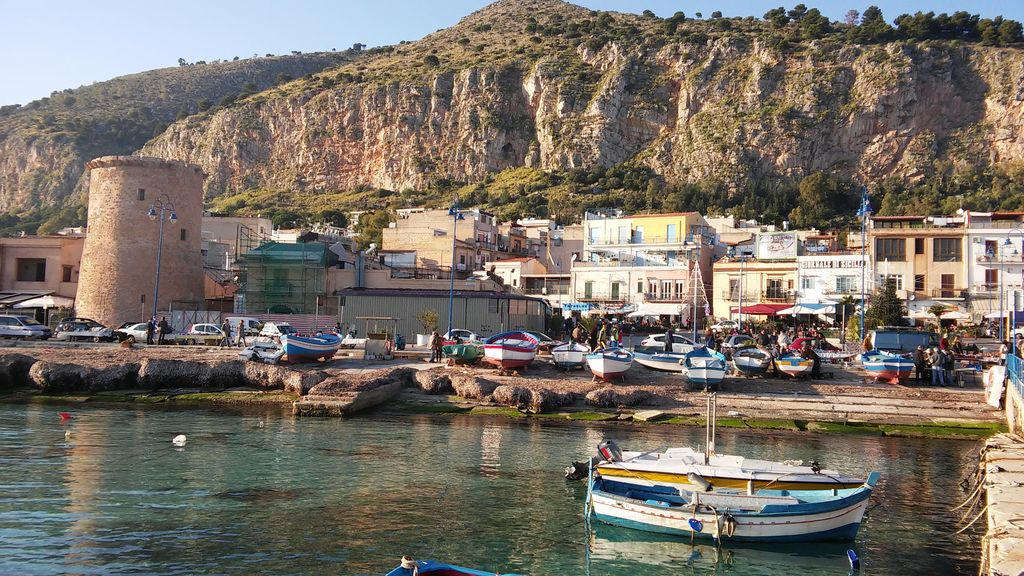 Terrace on the Gulf, 3 ROOMS, 6 min walk from the beach of Mondello ...