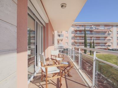 Photo for Apartment with terrace, swimming pool and only a few minutes from the beach.