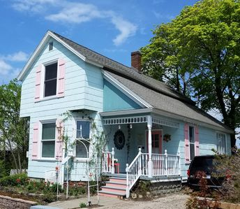 Photo for Great Downtown Petoskey Location! Walk to Waterfront, Restaurants & Shops