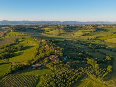 Photo for Tuscan farmhouse with private pool near Montepulciano and Cortona