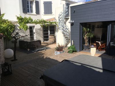 Photo for Charming house with Jacuzzi 10 'from LA ROCHELLE and ÎLE DE RÉ