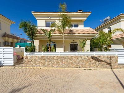 Photo for 2 bedroom villa with private swimming pool located in Kapparis