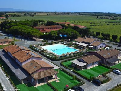 Photo for One bedroom Apartment, sleeps 4 in Marina di Cecina with Pool and WiFi