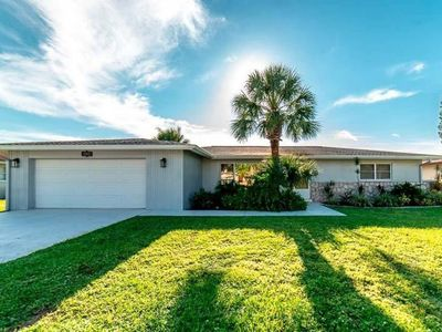 Photo for Canal Front Pool Home, sleeps 10! 15 Min. to Englewood Beach! 5 golf courses!