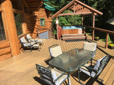 Sip your coffee on the large front deck, while enjoying the great morning sun!