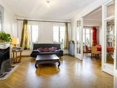 Photo for Spacious Montmartre Classic Family apartment in 18ème - Montmartre with WiFi & lift.