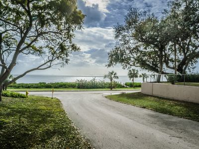 Beautifully Renovated and Spacious 2/1 Home with Tampa Bay Water Views