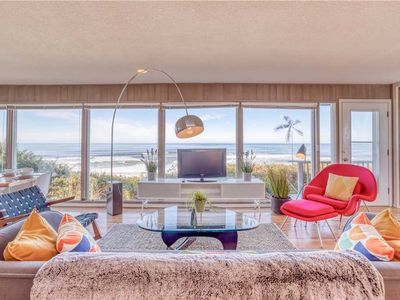 Cool, Accessible Oceanfront Pad Gives You Panoramic Views and a Relaxing Vibe!