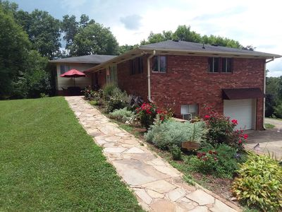 Photo for Charming and spacious 2200sf 3 BR/2 BA house with MTN view.