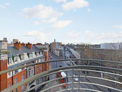 Photo for Beautiful Furnished Modern Three Bedroom Apartment Victoria, London.