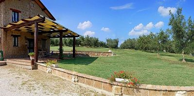 Photo for One bedroom Villa, sleeps 4 in Vescovile with Pool