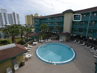 Unit (highlighted) overlooks pool and has direct view of Gulf