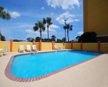 Photo for Group Getaway. Three Elegant Units for 15 Guests, Pool, Breakfast