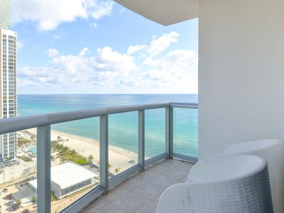 Photo for Sunny condo with a shared pool, hot tub, on-site restaurant, and more!