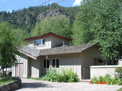 Photo for Cozy 2 Bed/1Ba, WIFI, Walk to Ski-Lifts, River, Bike Path & Downtown