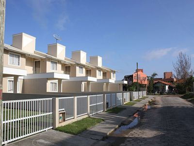 Photo for Townhouses with sea view w / air and wifi for 6/8 people in Praia de Ferrugem