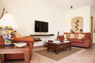 Lounge around and enjoy company, WiFi, or cable TV