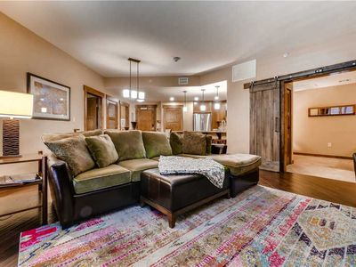 Photo for Luxurious Condo w/Onsite Fitness Room, Hot Tubs & Outdoor Pool