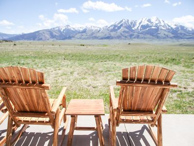 Photo for Like new home, sleeps 8, gorgeous views, close to Yellowstone!