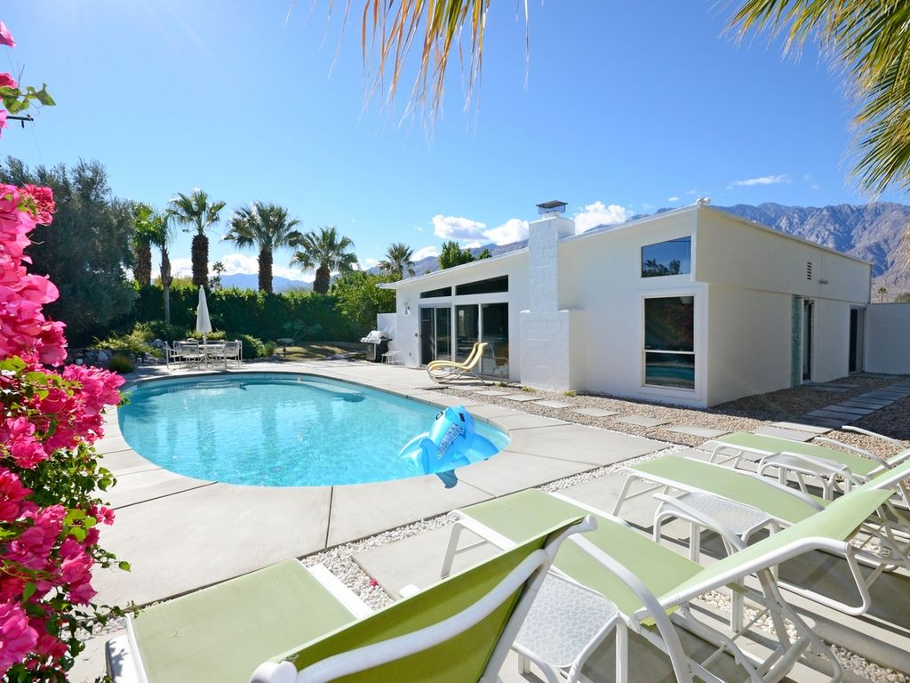 Palm springs mid century modern alexander h vrbo - Palm springs swimming pool contractors ...
