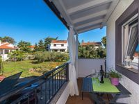 Everything perfect for a wonderful stay in a wonderful island. Smiling and helpful tenants, flat