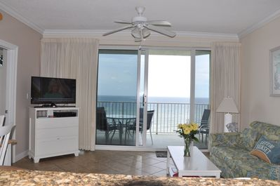 View the gulf, TV or talk to guests from the kitchen.