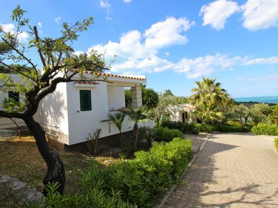 Photo for One bedroom Villa, sleeps 2 in Lupetto with Pool, Air Con and WiFi