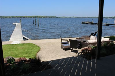Your new Happy Place! Private 120' dock, outdoor Lounge,  in/out stairs. Enjoy!