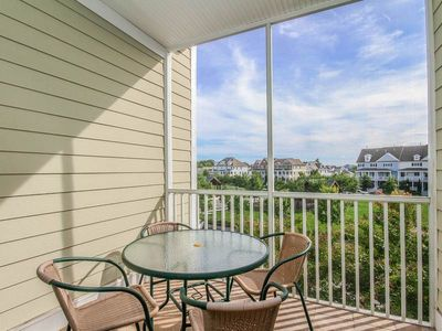 Photo for 26202: 2BR+den Bayside Resort, West Fenwick Condo Just a Stroll to Pools, Tennis