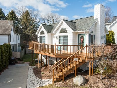 Photo for Marina Cay - Just off North Beach. Bright, Sunny Cottage. Walk to Downtown Shops