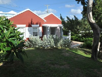 Photo for Bright and Airy Bermuda Cottage - Twizy ready!