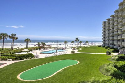 Enjoy easy oceanfront living and wonderful added amenities when you stay here!