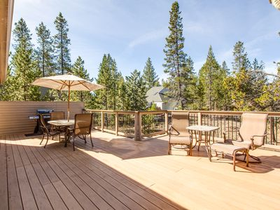 Photo for Walk to Deschutes River, Hot Tub,Gas Fireplace,Gorgeous Upgrades - BLUE05
