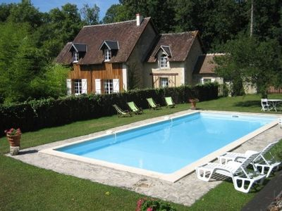 Photo for Typical house in the middle of the woods. private pool. 4 *