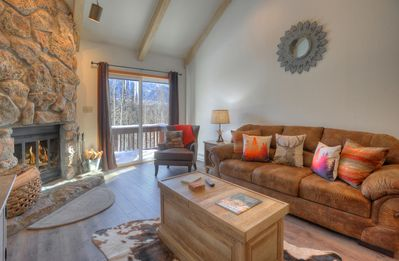 Photo for Roomy Two Bedroom Condo with Mountain Views