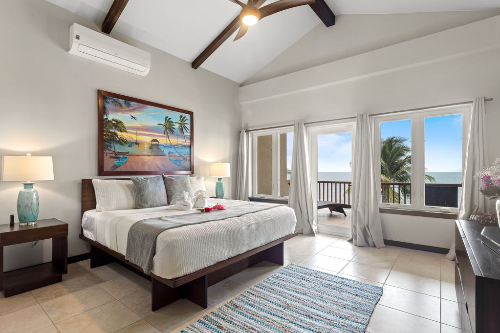Oceanfront Luxury Beach House 4 Bed