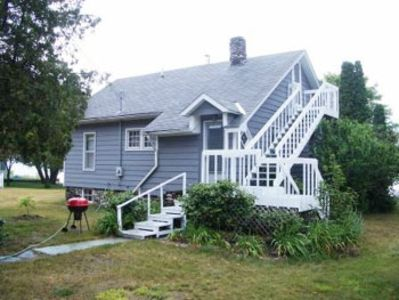 Cottage in town on beautiful West Grand Traverse Bay-Sunrise views-Pet consid