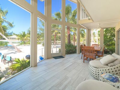 Seaside Dreams: Contemporary Oasis on Bio-Bay With Two Free Kayaks