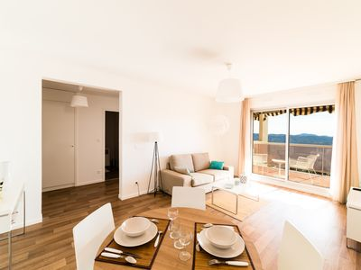 Photo for Beautiful 2 bedroom apartment with balcony and an unobstructed view of the bay of Cannes