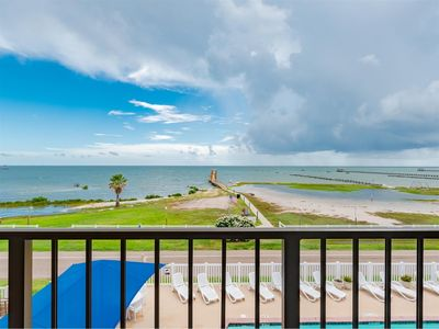 Photo for Wild Thing With A PRIVATE Balcony! NEW 1000 ft LIGHTED FISHING PIER!