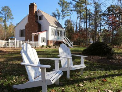Photo for 18th C Colonial Cottage charm with 21st C convenience/comfort near Williamsburg