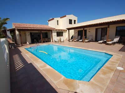 Photo for 5* spacious and secluded villa. Hot tub & heated pool. 10 mins walk to Lajares.