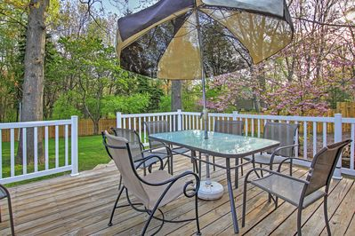 This 3-bedroom, 2-bath vacation rental home offers a furnished deck.