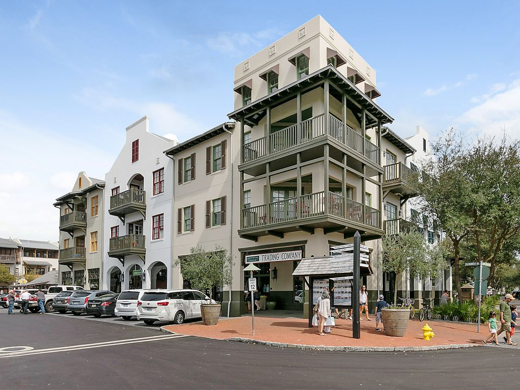 Location Location! Penthouse in the heart o... - VRBO