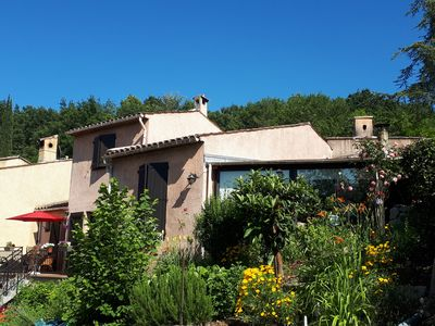 Photo for Charming semi-detached villa with terrace and garden, cheznousvalbonne