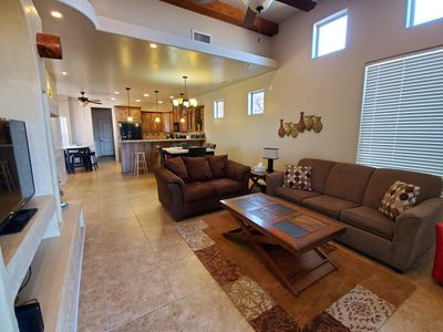 Cozy Home with 2 car garage by Lake Powell and hikes