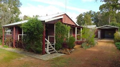 Photo for Dwellingup Hideaway - state forest ; dog friendly; late checkout available!!