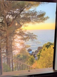 Photo for Air-Conditioned Holiday Home on Cliff and with Sea View, Balcony, Terrace and Wi-Fi; Parking Available